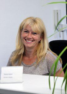 Astrid Unter am Empfang der Consulting Böblingen Steuerberatungsgesellschaft
