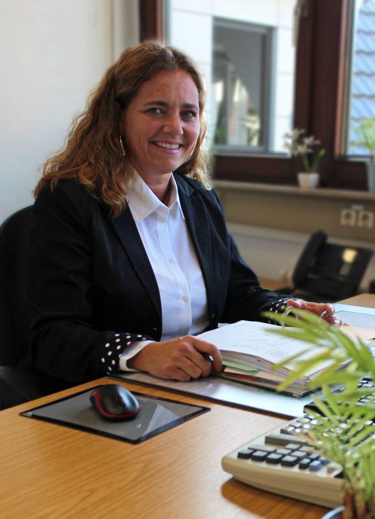Bettina Stierle an ihrem Arbeitsplatz bei Consulting Böblingen