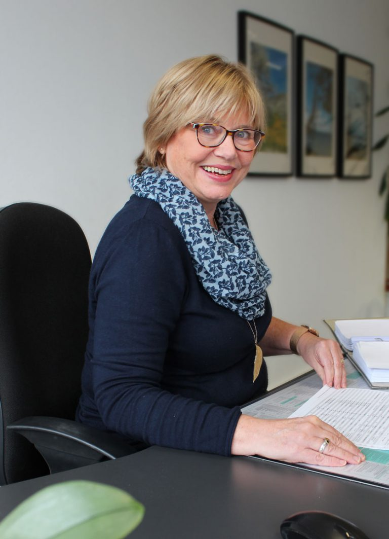 Monika Landenberger an ihrem Arbeitsplatz bei Consulting Böblingen