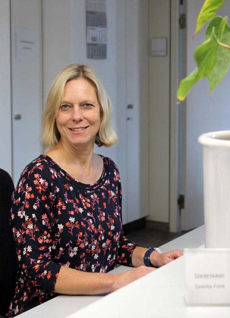 Sandra Fuhr am Empfang der Consulting Böblingen Steuerberatungsgesellschaft