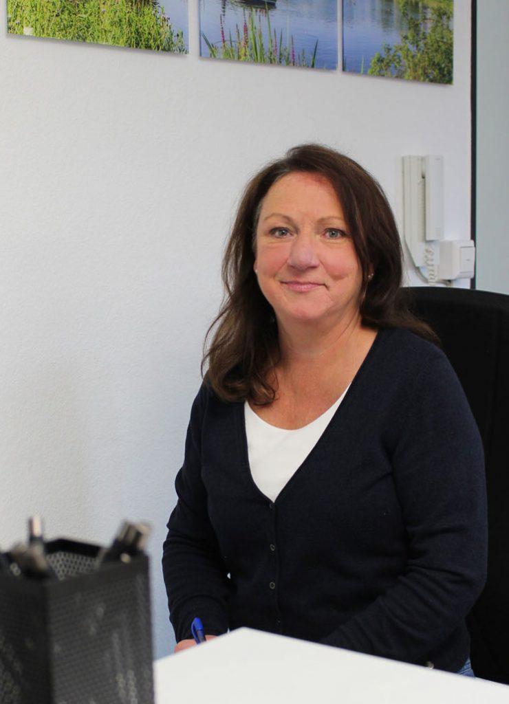Andrea Maier am Empfang der Consulting Böblingen Steuerberatungsgesellschaft